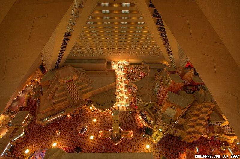 luxor pyramid light