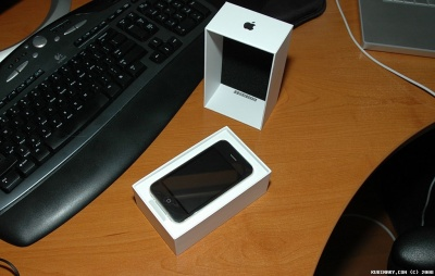 Opening iPhone 3G box.
