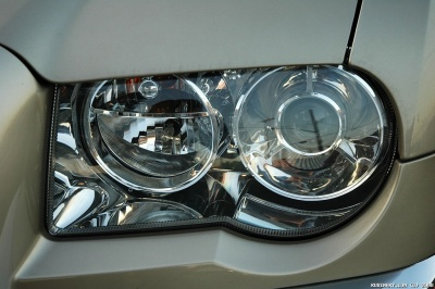HID headlight of 300C.