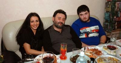 Арсен с женой и сыном