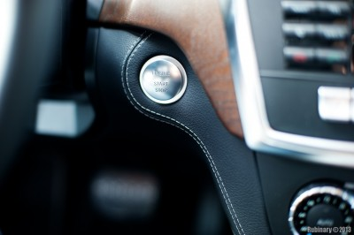 Keyless-GO and MB-Tex wrapped dash stitching.
