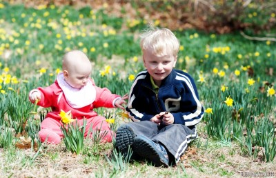 Kids in daffodils.