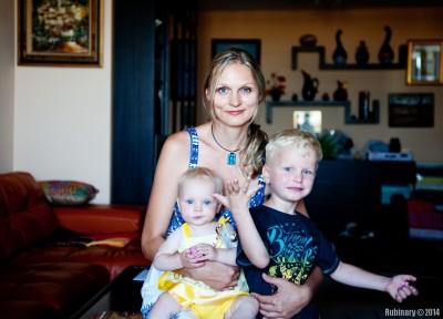 Mama with kids.