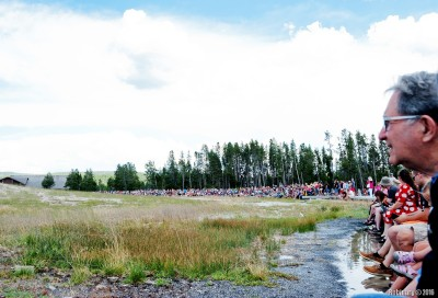 Crowd waiting for Old Faithful eruption.