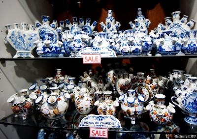 Delft vases.