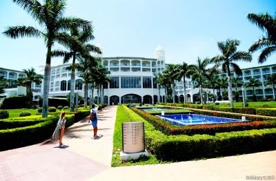 Riu Palace.
