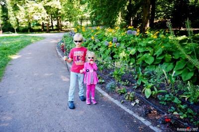 Kids at Vigeland Park.